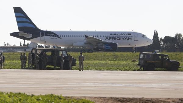 Libya'da kaçırılan uçaktan ilk görüntüler