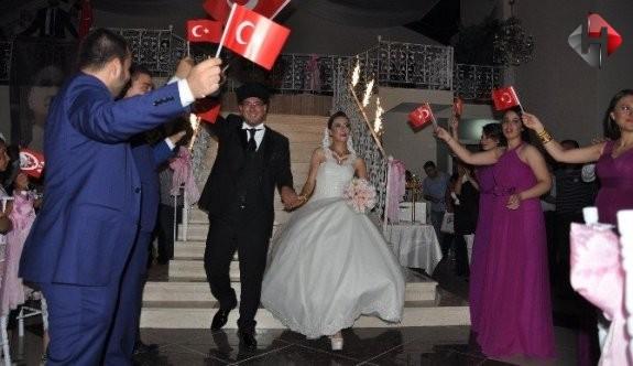 Bilecik'te gelin ve damadın Türk Bayrağı ve Atatürk sevgisi