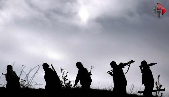 Bitlis'te PKK saldırısı: 11 araç kundaklandı