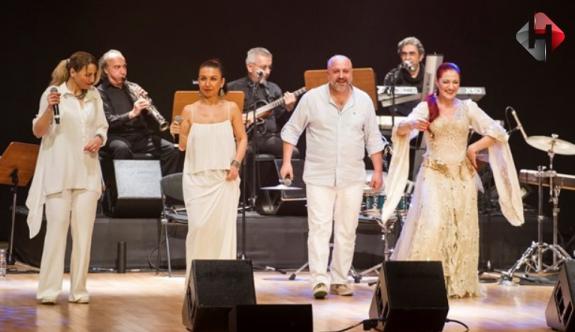 Candan Erçetin ve Kardeş Türküler, Bodrum'da konser verdi