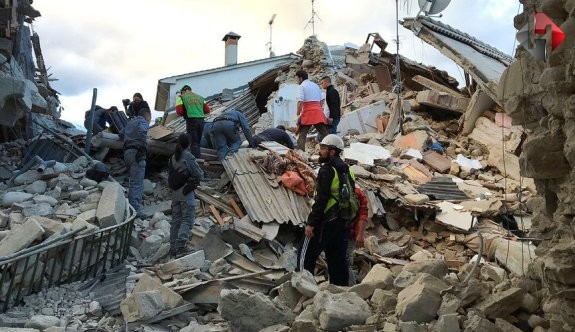 İtalya'daki depremde ölenlerin sayısı 240'a yükseldi!
