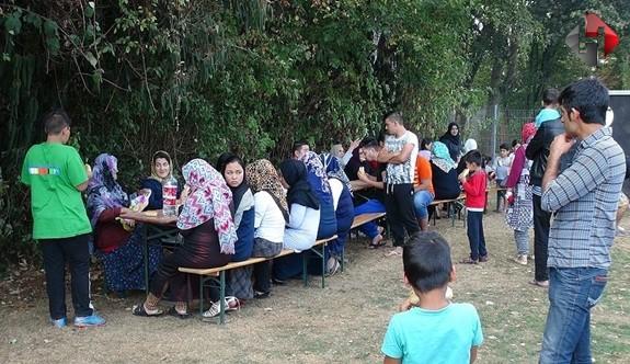 Almanya'da Yaşayan Türkler Sığınmacılara İlgi Ve Şefkat Gösterdi