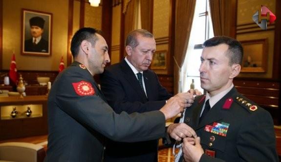 Cumhurbaşkanı Erdoğan, yaverini 'çakı' ile  sınadı