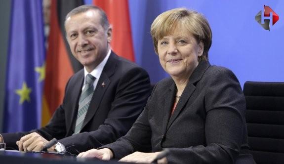 Erdoğan ve Merkel Suriye'deki terörü konuştu