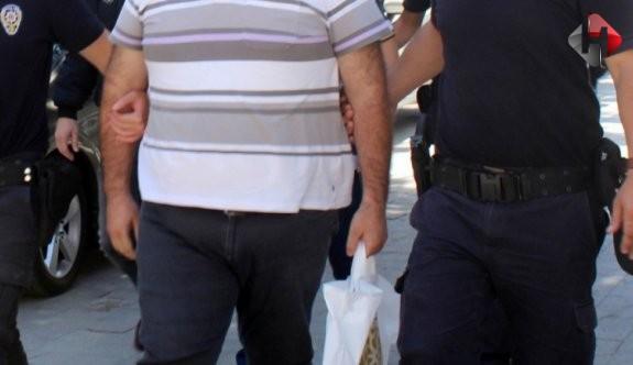 Hakkari'de kayyum atamalarını protesto eden iki kişi tutuklandı
