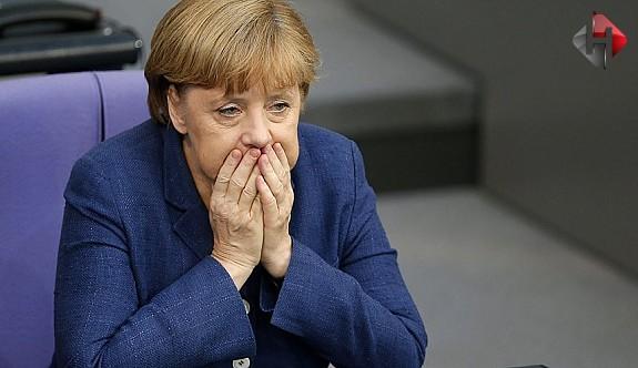 Merkel Kaybetti...