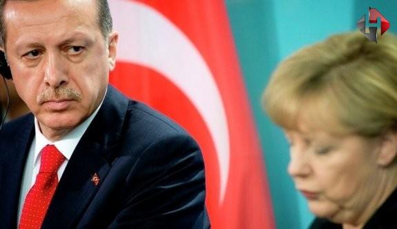 Merkel,Erdoğan'a Boyun Eğdi!