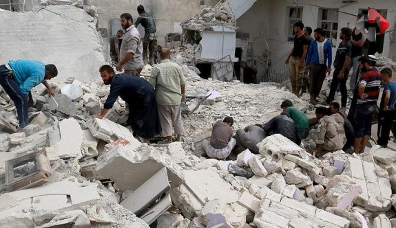 Suriye rejimi Halep'te sivilleri vurdu: 56 ölü