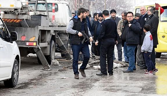 Van'da bombalı saldırı!