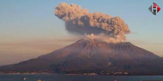 Aso Yanardağı faaliyette dumanlar 11 bin metreye kadar ulaştı