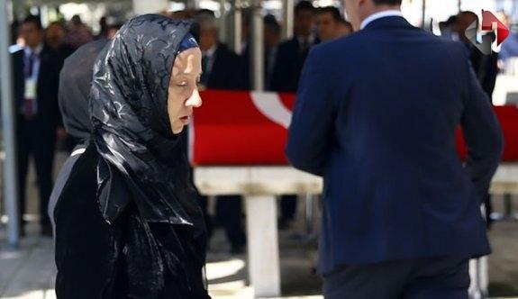 Unakıtan'ın cenazesinde ilginç diyalog