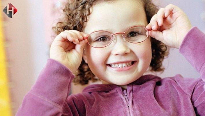 Çocuklar Gözlük Kullanmalı Mı? Uzmanından En Net Yanıtlar!