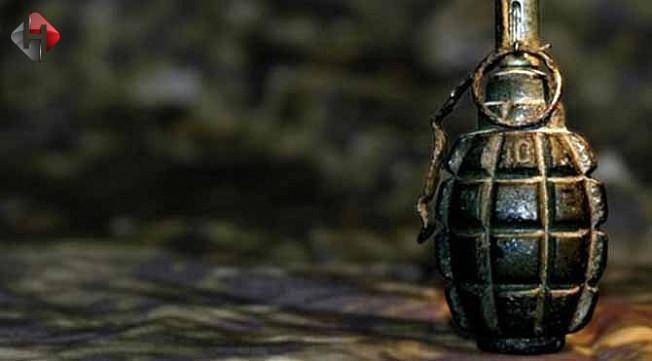 İzmir'de şüpheli araçta silah ve el bombası bulun
