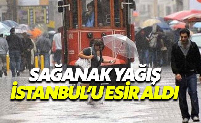 Yağışlı hava İstanbul'u esir aldı