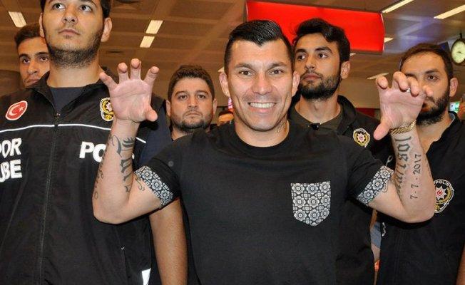 Beşiktaş'ın yeni transferi Gary Medel İstanbul'da