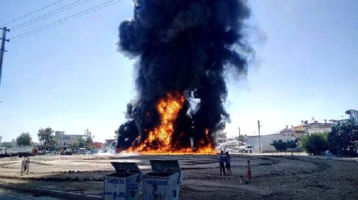 Adana'da doğalgaz boruları alev aldı