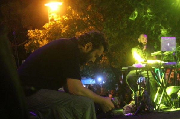 Halil Sezai Aldığı Acı Haberle Konser Verdi Göz Yaşlarını Tutamadı