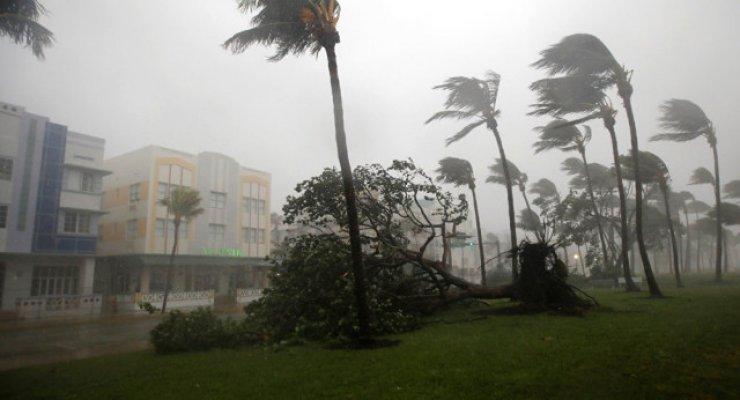 Irma Kasırgası Sırasında Mahsur Kalan Mahsun Kırmızıgül ve Eşi  Ece Binay