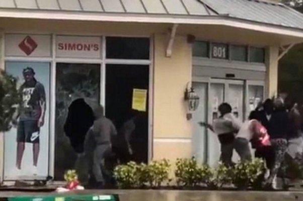 Irma Kasırgasında Tahliye Edilen Bölgeleri Yağmaladılar