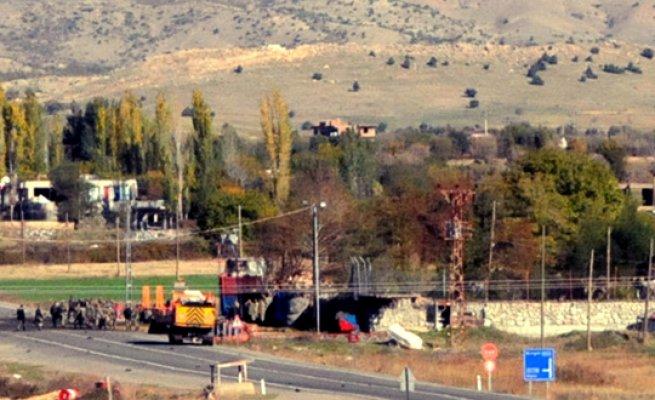 Lice'de ki Duru Karakoluna Bomba Yüklü Saldırı