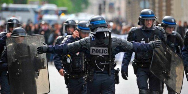 Polisler ve Polis Aileleri Protesto Amaçlı Gösteri Düzenledi