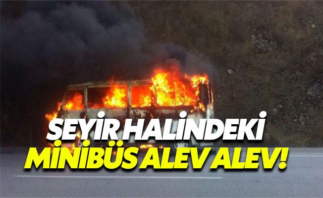 Seyir Halindeki Servis Minibüsü Alevler İçinde Kaldı