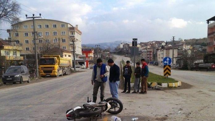 Orhaneli'de Trafik Kazası: 2 Yaralı