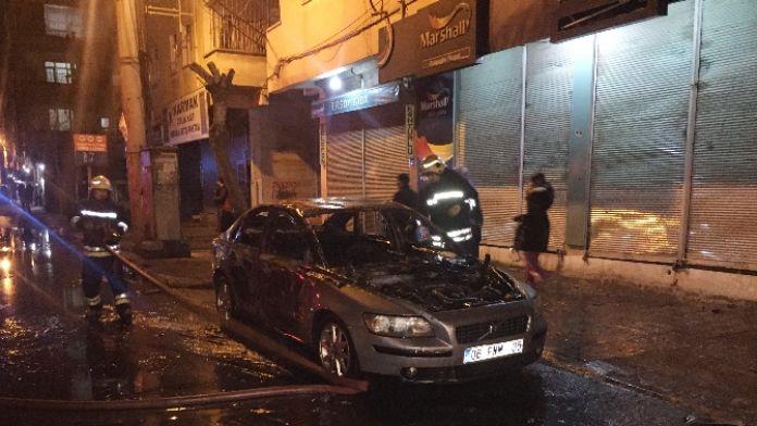 Yol kapatan teröristler araç yaktı