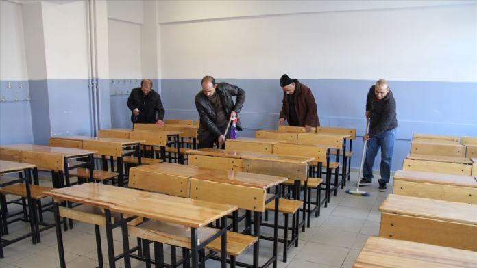 Hükümlüler okul temizliği yaptı