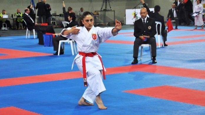 Genç Karateciler Fırtına Gibi Başladı