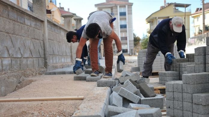 Karaman Belediyesi Yarım Kalan Kaldırımları Yapıyor
