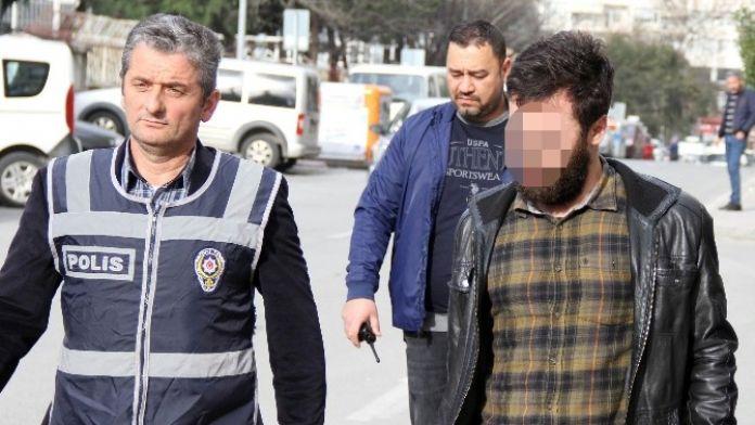 Müzik Çalar Çalınca Gözaltına Alındı