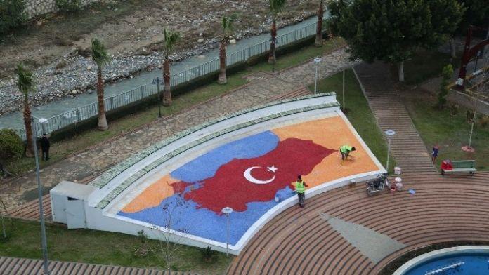 Erdemli'nin Parkları Taş Süslemelerle Renkleniyor