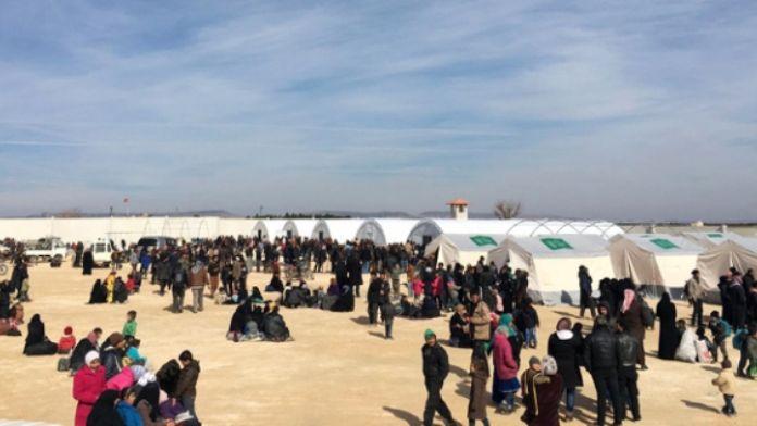 Binlerce Suriyeli sınırda