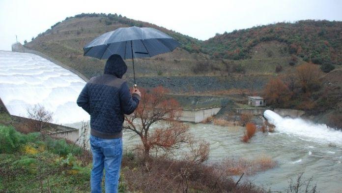 Bayramiç'te Baraj Kapakları Açıldı