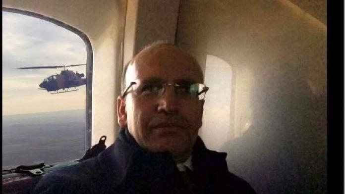 Mehmet Şimşek'ten yerli üretim T129 helikopteri ile selfie