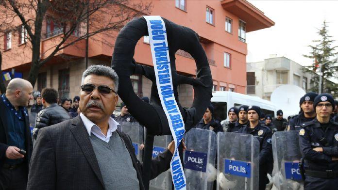 Ankara'daki Çin Büyükelçiliği önünde protesto