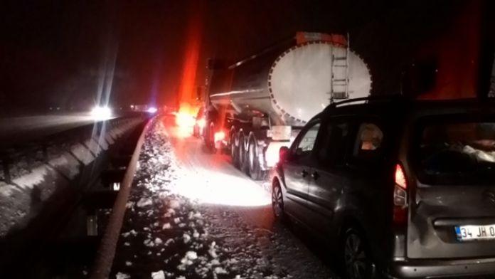 Kayan TIR yolu kapattı: 15 kilometrelik kuyruk oluştu