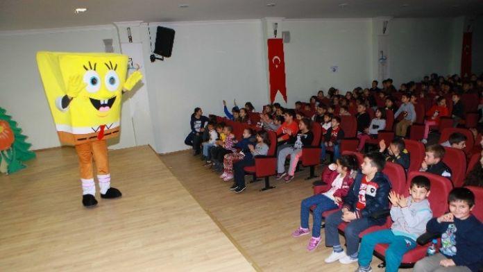 Bayraklı'da Çocukların Tiyatro Mutluluğu