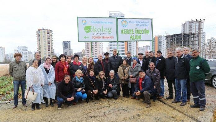 Mezitli Belediyesi Gönüllüleri Yağmur Altında Toplandı