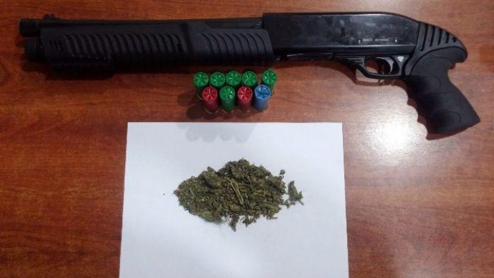Şüphelenilen Araçtan Uyuşturucu Ve Silah Çıktı