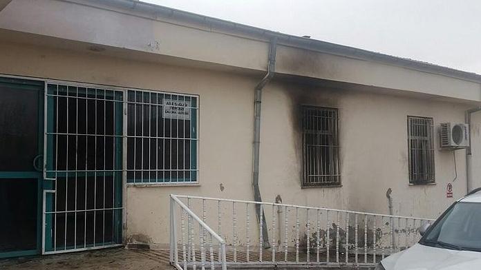 Teröristler Aile Sağlığı Merkezine molotofkokteyli attı