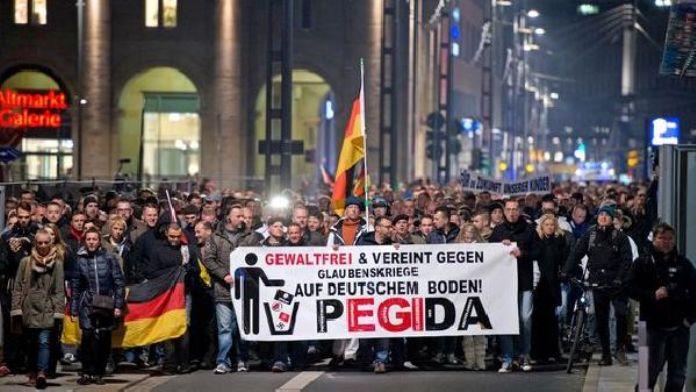 Pegida'nın gösterisini Polonyalı nasyonalistler engelledi