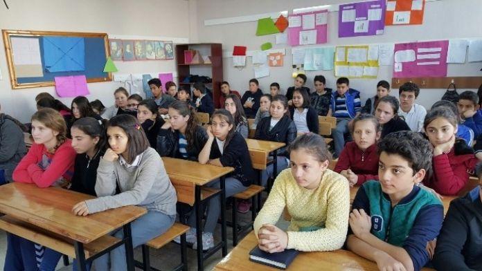 Lapseki'de 2 Bin 833 Öğrenci Ders Başı Yaptı
