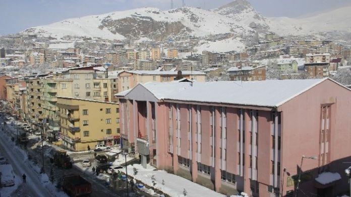 Hakkari'de 32 Köy Ve 72 Mezra Yolu Ulaşıma Kapandı