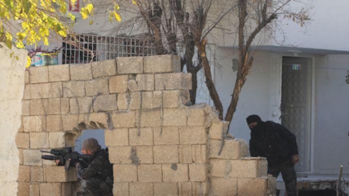 Sur'da çatışma: 3 güvenlik görevlisi yaralı