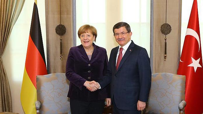 Merkel'e resmi tören ! Başbakan Davuoğlu ve Merkel arasında neler konuşulacak !