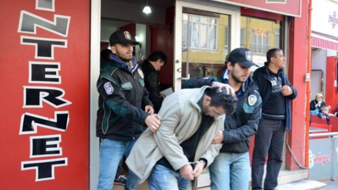 Uyuşturucu satan şahıs öğrencilerin arasında yakalandı