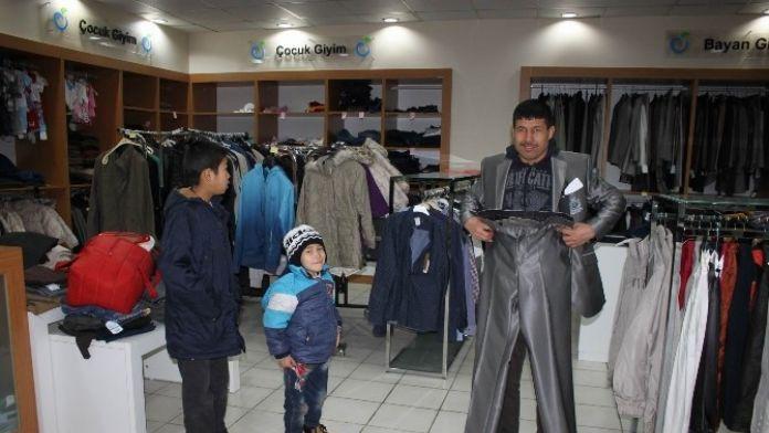 Özbek Asıllı Aileye Yardım Eli Uzandı