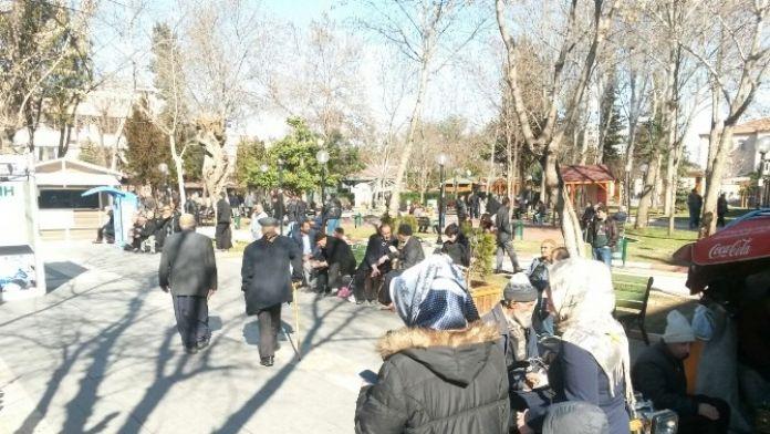 Vatandaşlar Güneşli Havanın Tadını Çıkarttı